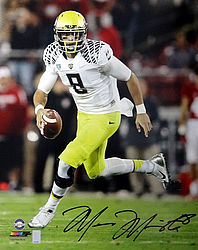 Signed Marcus Mariota Autographed 16x20 Photo Oregon Ducks MM Holo Stock #87193 - Signed NFL Football Photos
