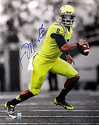 Signed Marcus Mariota Autographed 16x20 Photo Oregon Ducks MM Holo Stock #87194 - Signed NFL Football Photos