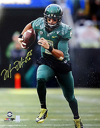 Signed Marcus Mariota Autographed 16x20 Photo Oregon Ducks MM Holo Stock #87196 - Signed NFL Football Photos