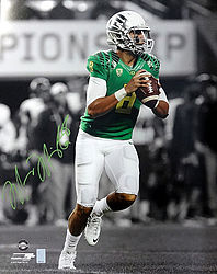 Signed Marcus Mariota Autographed 16x20 Photo Oregon Ducks MM Holo Stock #87197 - Signed NFL Football Photos