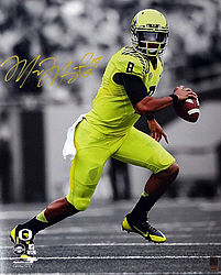 Signed Marcus Mariota Autographed 16x20 Photo Oregon Ducks MM Holo Stock #98160 - Signed NFL Football Photos