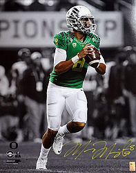Signed Marcus Mariota Autographed 16x20 Photo Oregon Ducks MM Holo Stock #98161 - Signed NFL Football Photos