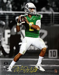 Signed Marcus Mariota Autographed 16x20 Photo Oregon Ducks MM Holo Stock #98162 - Signed NFL Football Photos