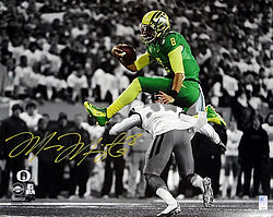 Signed Marcus Mariota Autographed 16x20 Photo Oregon Ducks MM Holo Stock #98163 - Signed NFL Football Photos