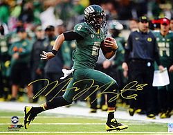 Signed Marcus Mariota Autographed 16x20 Photo Oregon Ducks MM Holo Stock #98164 - Signed NFL Football Photos